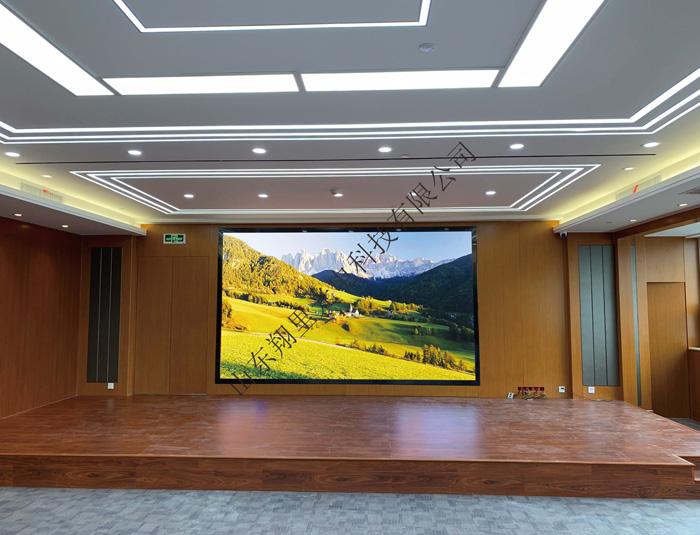 热烈祝贺泰安xx宾馆室内全彩显示屏XLN-P2.5RGB投入使用